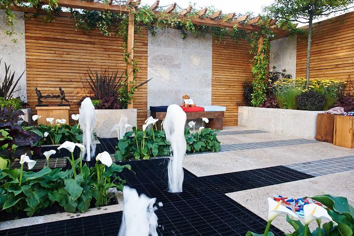 Chelsea Flower Show 2009. Help For Heroes Sanctuary Garden, Drusilla Stewart & William Beresford