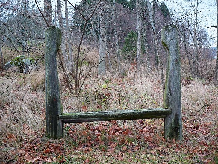 Sittplats av enkla material