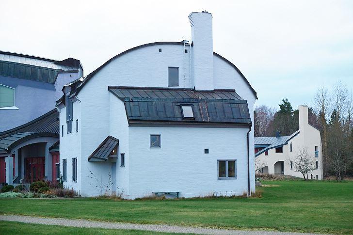 Mjuka färger och levande arkitektur i Ytterjärna Kulturcentrum