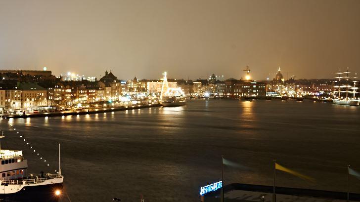 Utsikt från Katarinavägen norrut med Gamla stan till vänster och Skeppsholmen till höger.