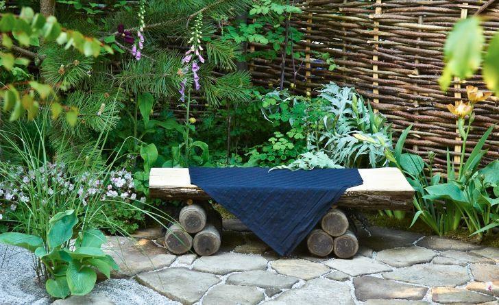 East Wind kallade Koji Ninomiya den japanska trädgård anpassad för europeiska förhållanden som han skapade för Chelsea Flower Show 2007. Även soffan kännetecknas av japansk enkelhet.