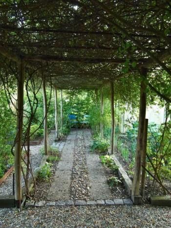 Pergola i Le jardin de Pierrette i Alsace