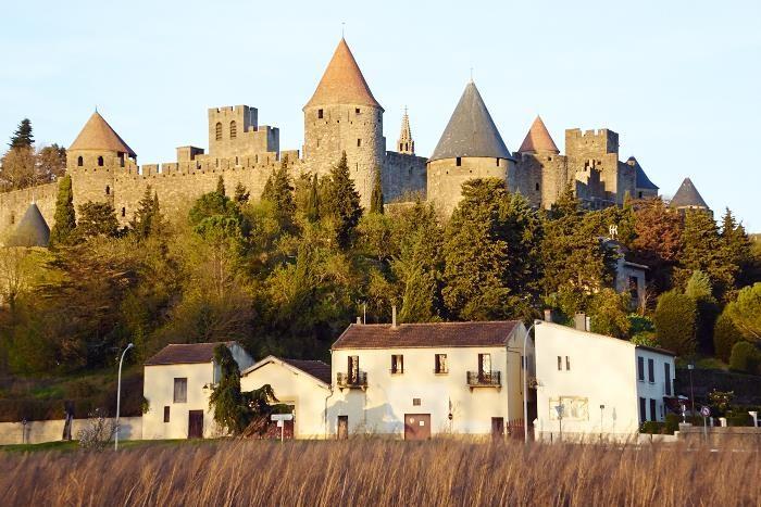Carcassonne över fälten från sydväst.