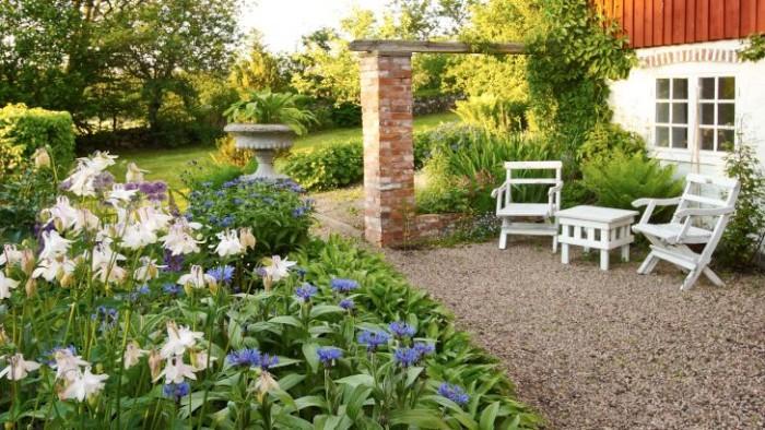 Den romantiska delen av trädgården kallas för England.