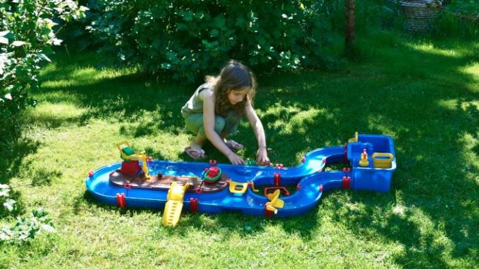 Gräs är till för att användas, till exempel för barn att leka på.