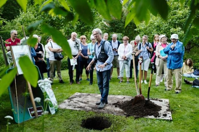 Rosplantering med Lars Krantz på Wij trädgårdar