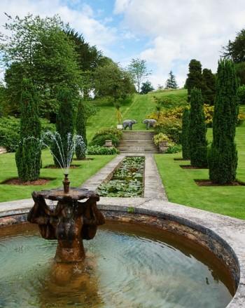 Utanför huvudbyggnaden på Sezincote anlades på 1960-talet en formell indisk trädgård.