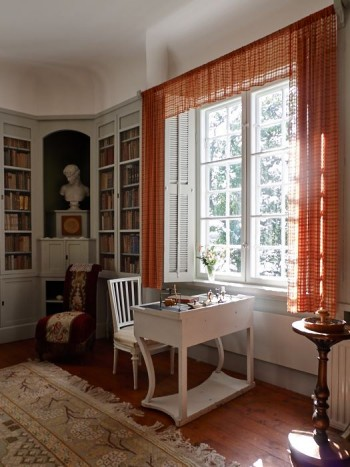 Tunga mörka gardiner var inte Ellen Keys stil. Hon ville ha ljus och luft.