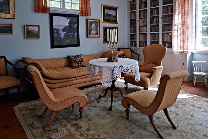Man ska se vad föremål föreställer, vilken funktion de har tyckte Ellen Key. Det gällde även möbler.
