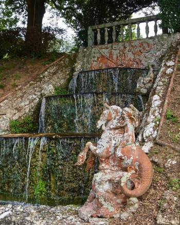 Putti på sjöhäst, Cascatelle , Villa Oliva, Toscana
