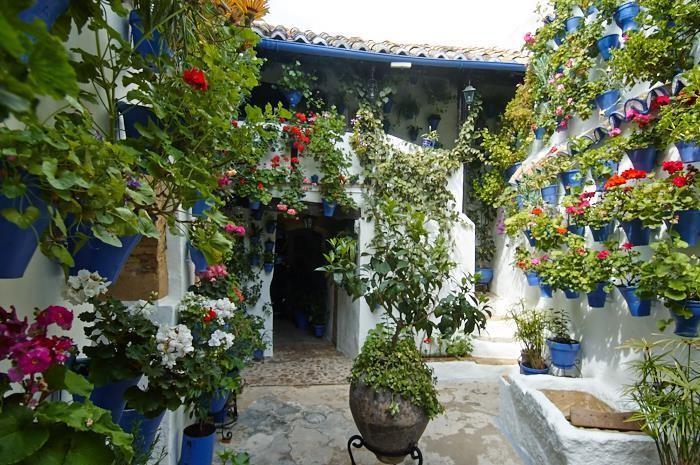 Patios del Alcázar Viejo, Postrera 28