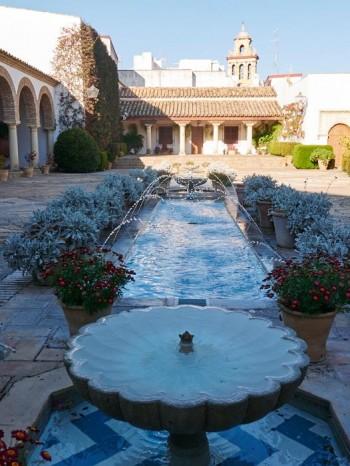 Les patios de Viana, Patio des colonnes