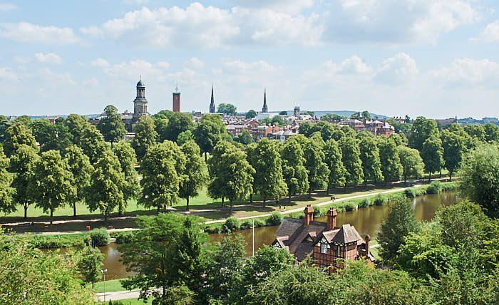 Utsikt över floden Severn, delar av the Quarry och staden Shrewsbury.