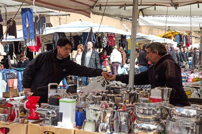 Betalning av husgeråd, Porta Portese loppmarknad