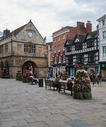Old market hall på torget the Square i Shrewsbury, Shropshire, England.