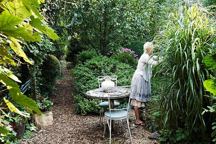 Att arbeta och pyssla i trädgården är lika viktigt och trevligt i New Yorks gemensamhetsträdgårdar som i någon svensk villatäppa. Grönska omkring oss är ett grundläggande behov.