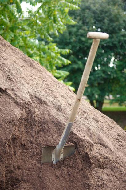 Så kallad Trädgårdsjord-E innehåller minimalt med ogräsrötter och frön.
